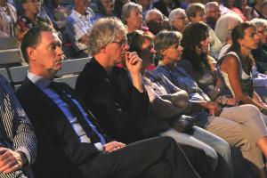 Peter in publiek 2e van links